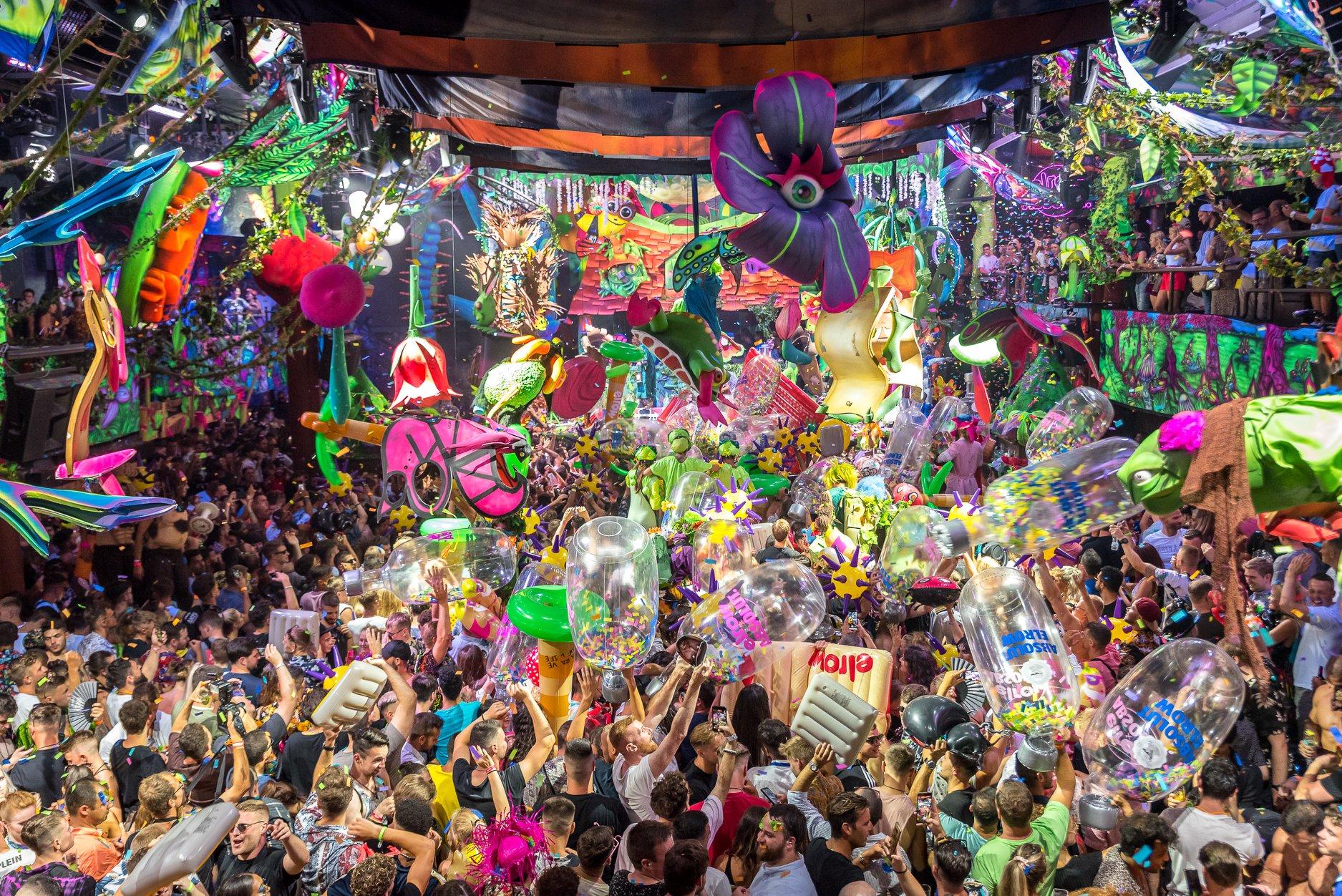 Las 10 Playas Para Salir De Fiesta En España Destu Descuentos Para Estudiantes